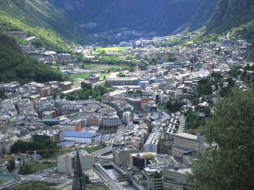 1200px-Andorra la Vella 3