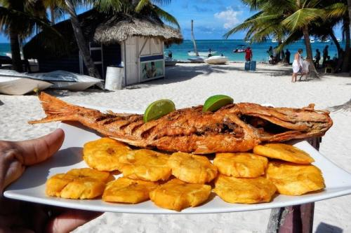 Chilli-con-tostones-at-Langosta-Roja