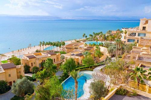israel-jordan-dead-sea-resort-coast-view-full-m