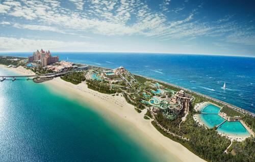 Dubai-beach-hotel-e1467611117154