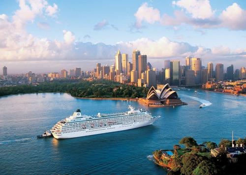 Crystal-Symphony-Sydney-Luxury-Cruise-Ship1 01-900x640