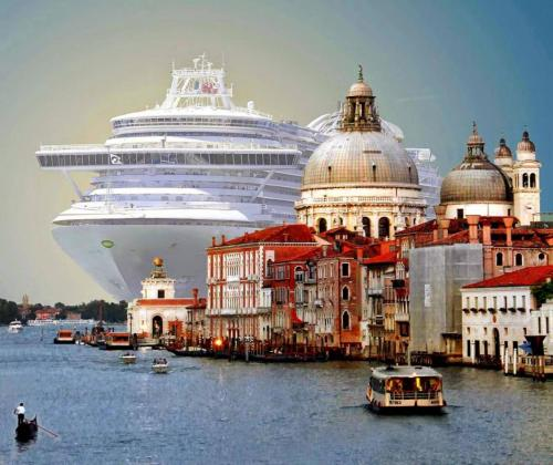 cruise-tourism-in-venice-italy-most-beautiful-picture-of-the-day-october-most-beautiful-picture-1508330203n4gk8