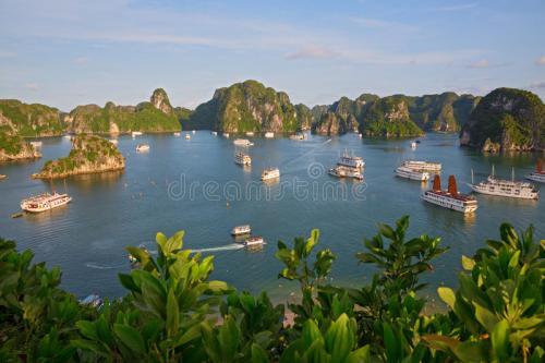 halong-bay-vietnam-26868104